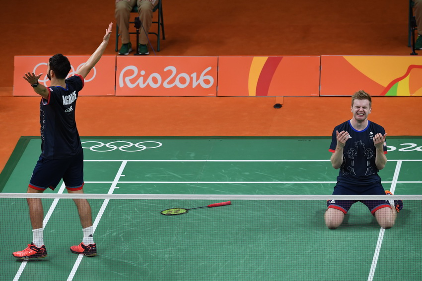 英国选手埃利斯/兰格里奇庆祝胜利
