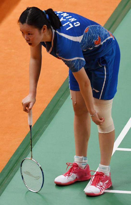 中国选手李雪芮在比赛中受伤