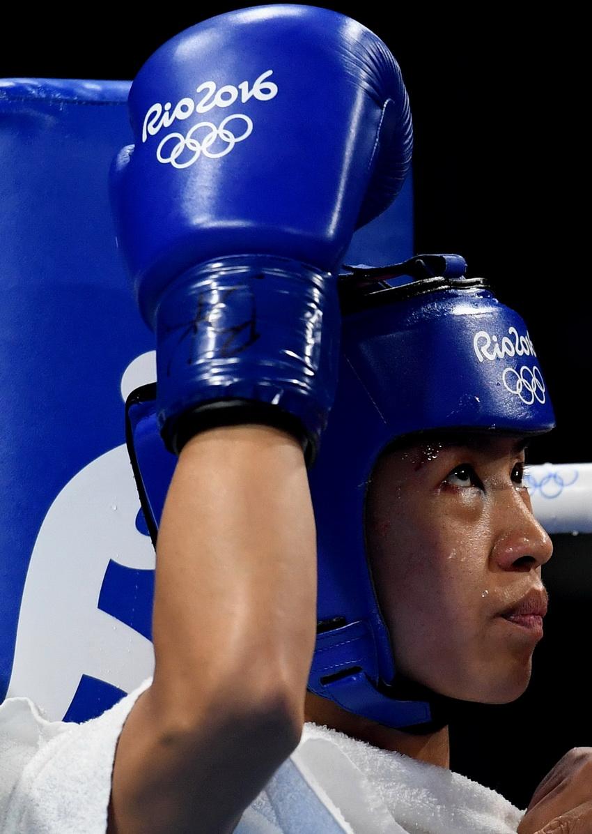中国选手任灿灿在比赛间歇休息
