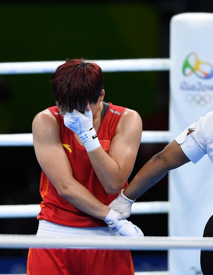 中国选手尹军花比赛后落泪