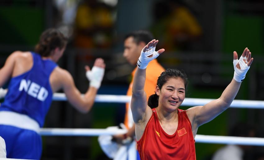 中国选手李倩比赛后向观众致意