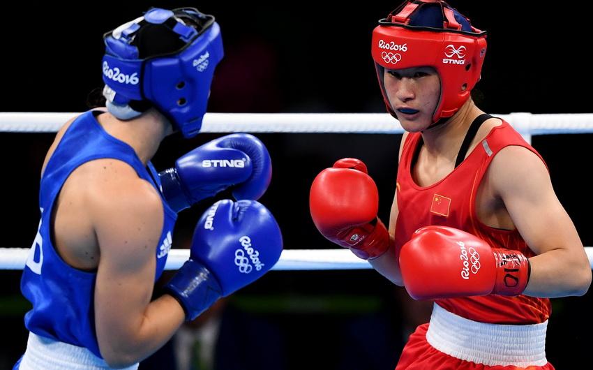 中国选手李倩(右)和荷兰选手芳汀在比赛中