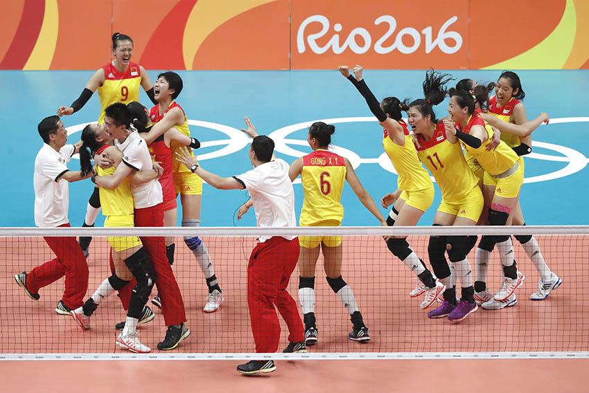 中国队球员庆祝夺冠