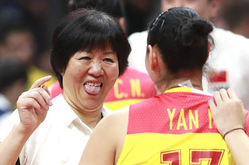 中国队主教练郎平庆祝胜利