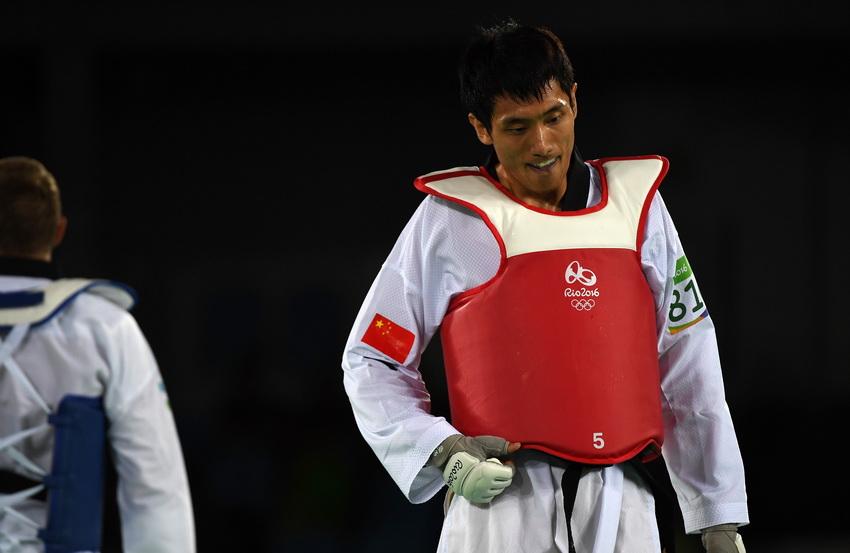 中国选手乔森在比赛后走下赛台