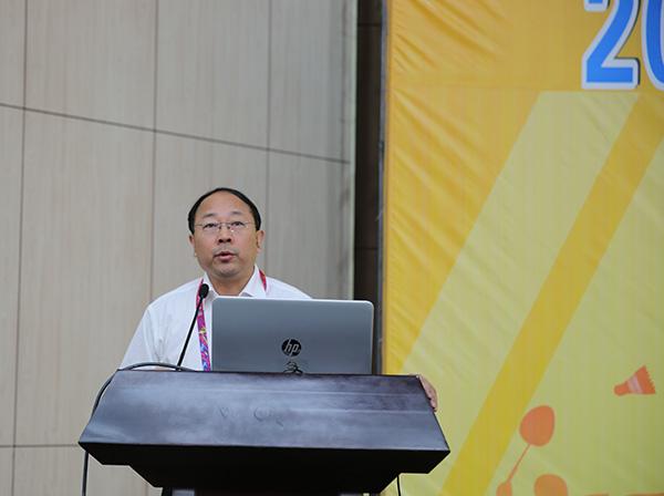 国家体育总局群体司司长刘国永作报告。