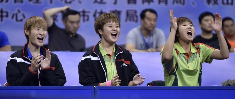 四川队选手在比赛中为场上队友加油
