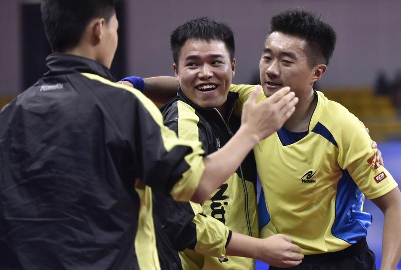 上海队选手庆祝夺冠