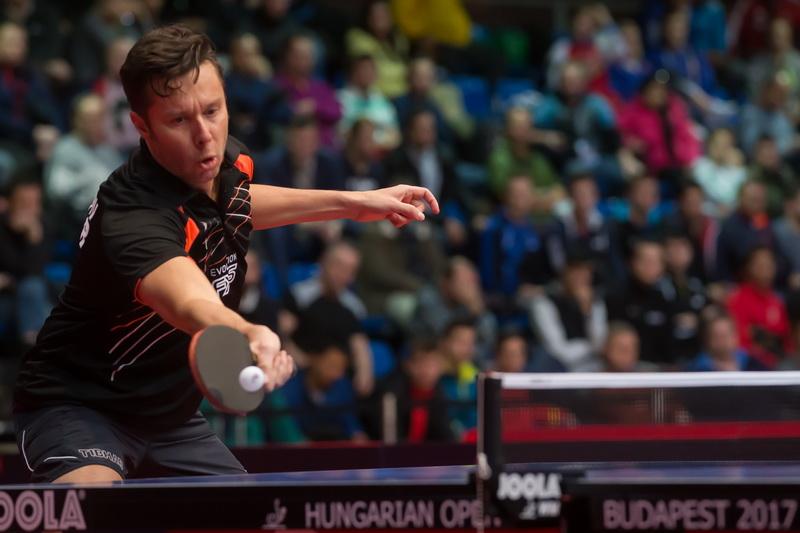 1月19日,白俄罗斯老将萨姆索诺夫在男单首轮比赛中回球。最终,他以4比1战胜法国选手罗比诺特,顺利晋级
