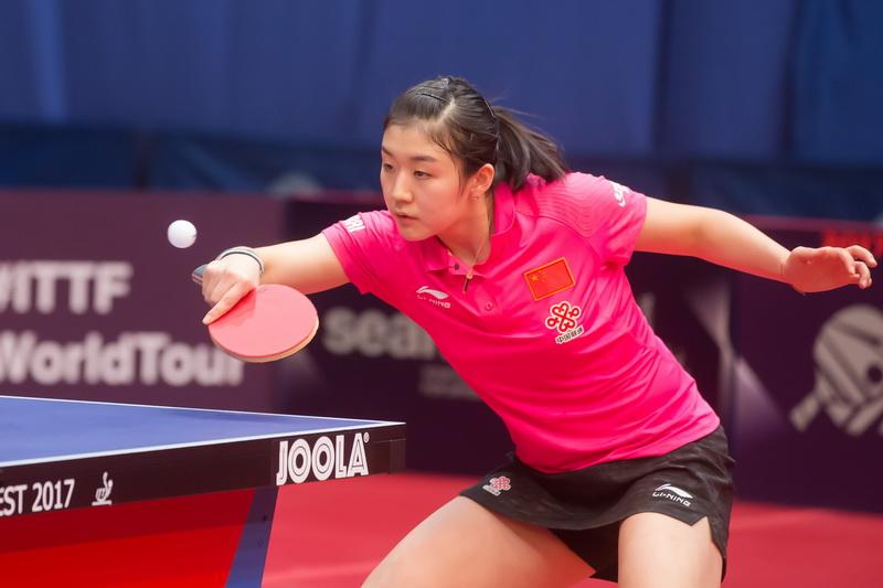1月20日,中国选手陈梦在比赛中回球。