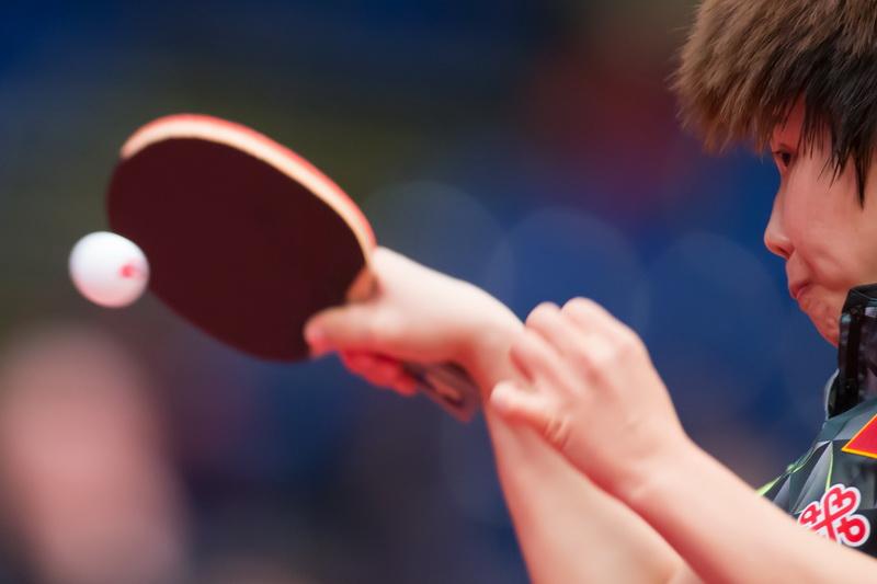 1月22日,中国选手陈幸同在比赛中回球。