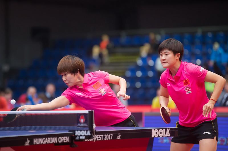 1月22日,中国组合陈幸同(左)/李佳燚在比赛中。
