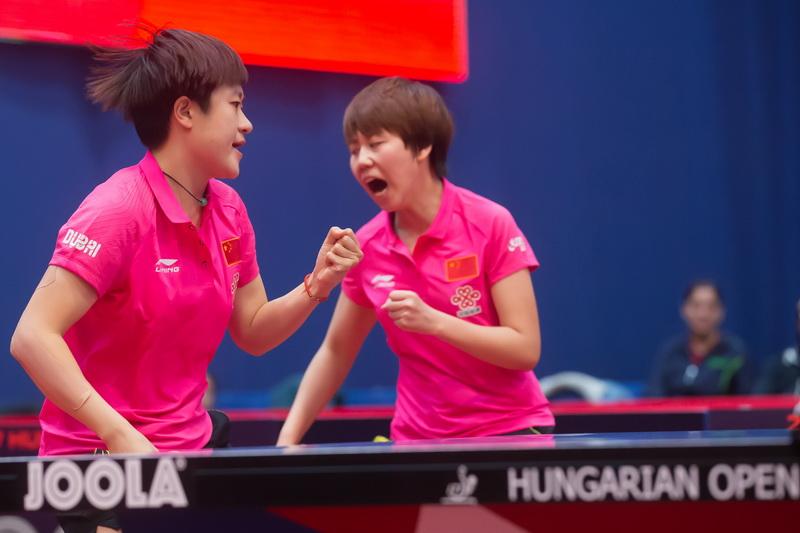 1月22日,中国组合陈幸同(右)/李佳燚在比赛中庆祝。