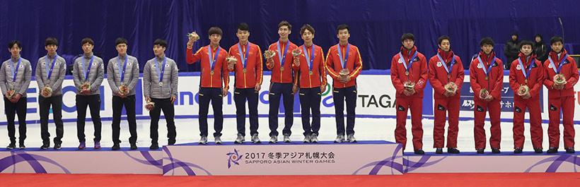冠军中国队(中)、亚军韩国队(左)和季军日本队在领奖台上。
