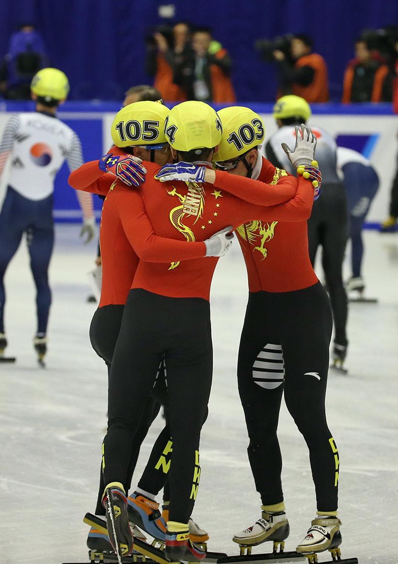 中国队选手在赛后庆祝。