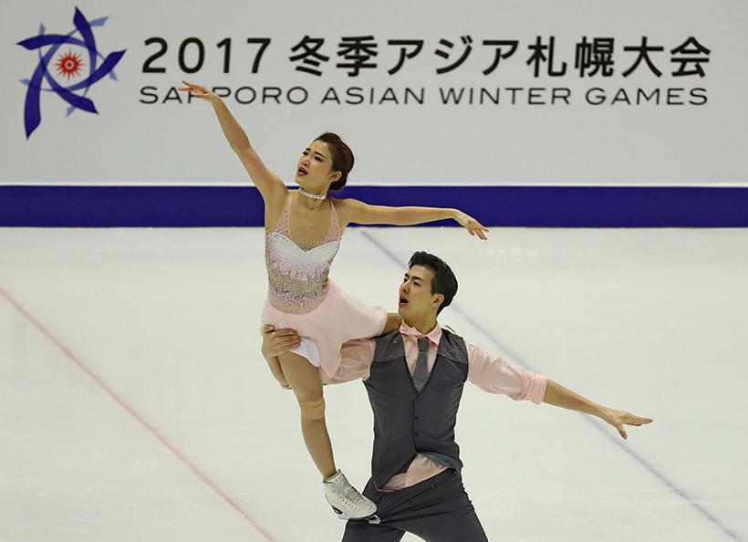 中国选手王诗玥(左)/柳鑫宇在冰舞自由舞比赛中。