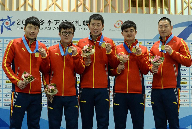 中国队选手在颁奖仪式上。