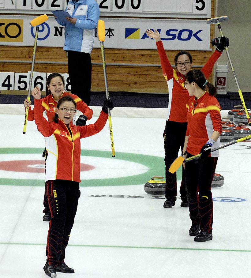 中国队选手庆祝胜利。