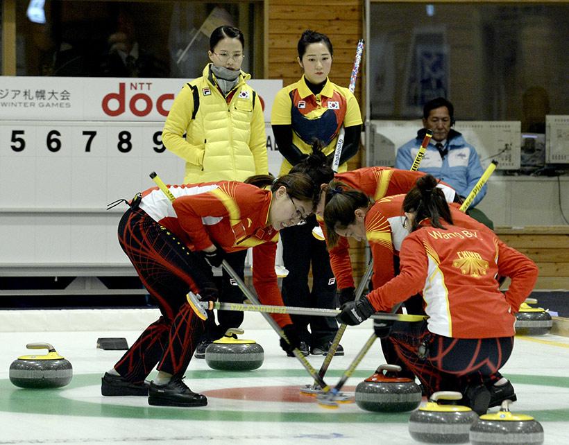 中国队选手在比赛中角逐。