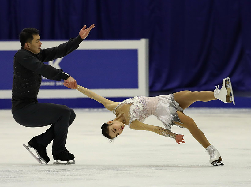 中国队选手于小雨(右)/张昊在自由滑比赛中。