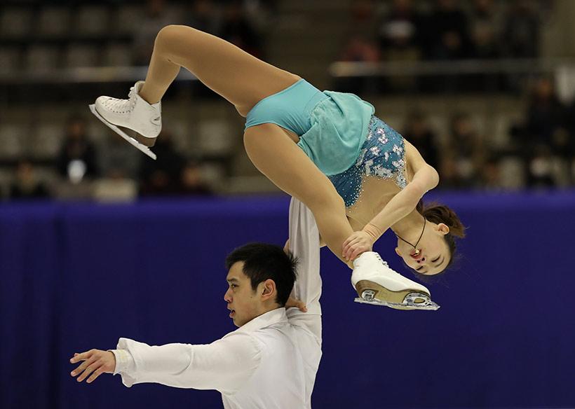 中国队选手彭程(上)/金杨在比赛中。