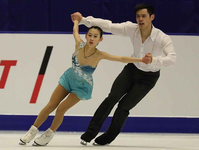 中国队选手彭程(左)/金杨在比赛中。