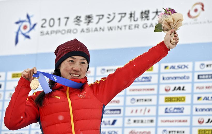 中国队选手李宏雪在颁奖仪式上。