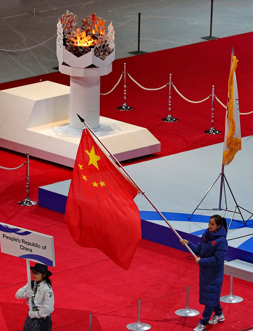 闭幕式上中国国旗入场。新华社记者杨世尧摄