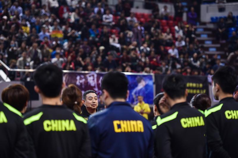 中国乒乓球队总教练刘国梁进行总结