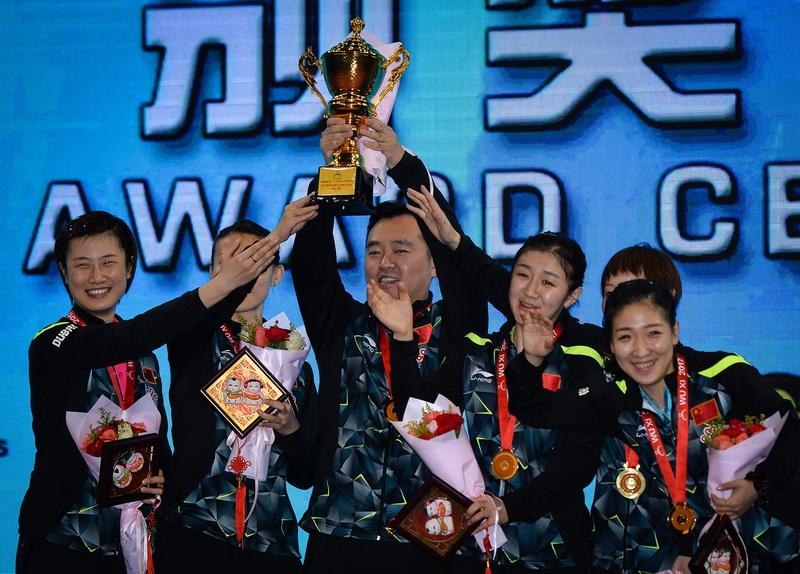 中国队在颁奖仪式上庆祝