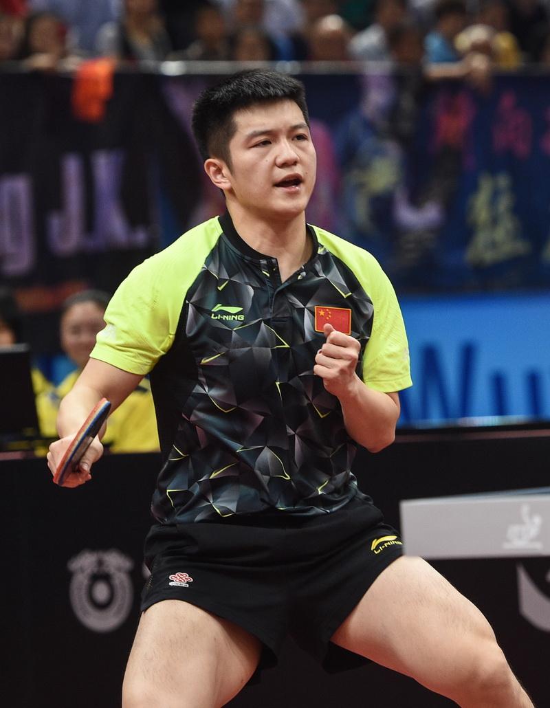 樊振东在比赛中庆祝得分