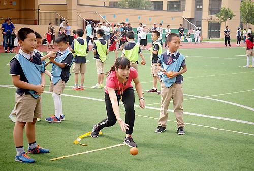 石家庄长安区启新保利小学进行软式垒球课展示v小学左腰酸图片