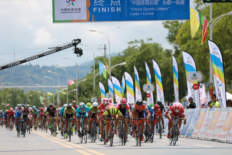 追求卓越挑战自我 2017环青海湖自行车赛15日鸣枪