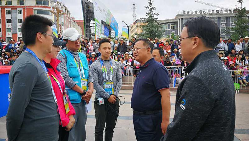 青海省副省长韩建华肯定环湖赛各项服务工作