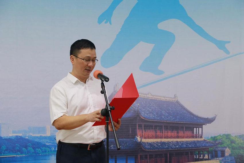 衢州市体育总会副会长毛永敏主持开幕式