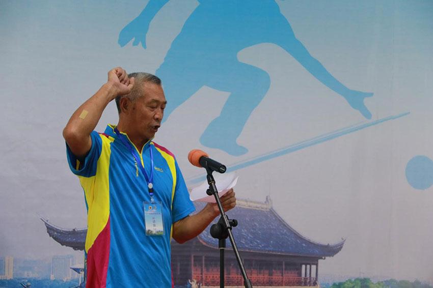 运动员代表杨俊建宣誓