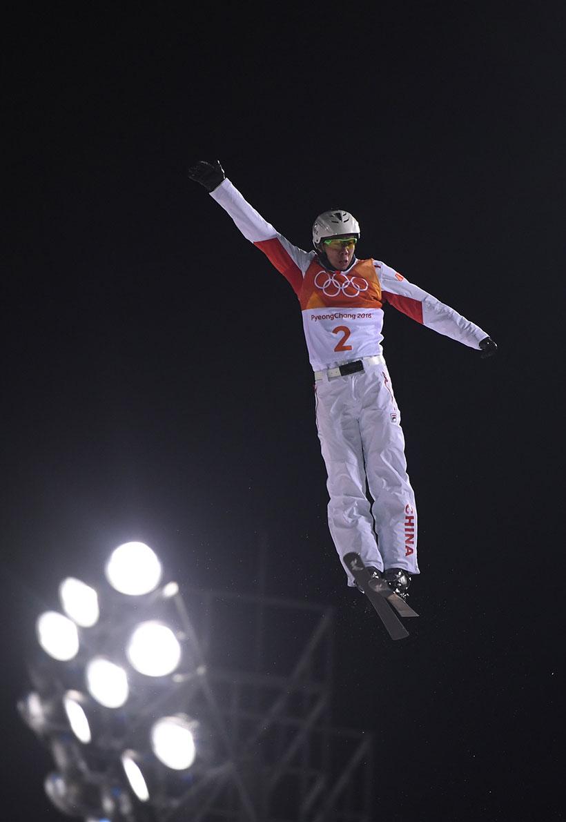 中国选手贾宗洋在资格赛中。