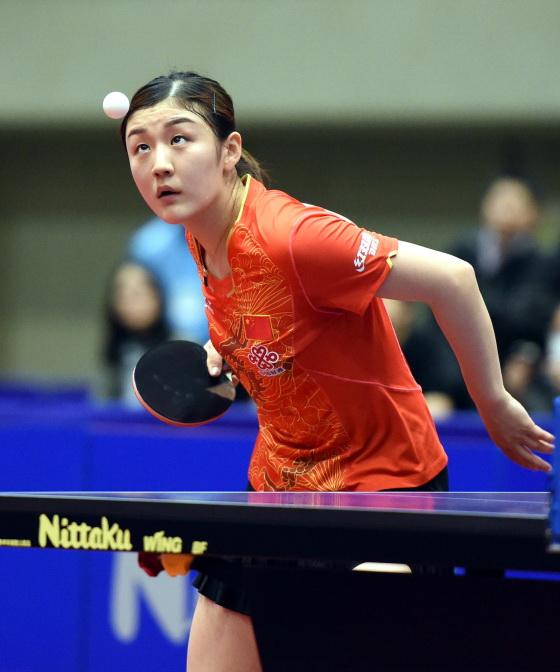 中国选手陈梦在比赛中发球