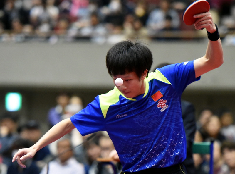 中国选手林高远在比赛中发球