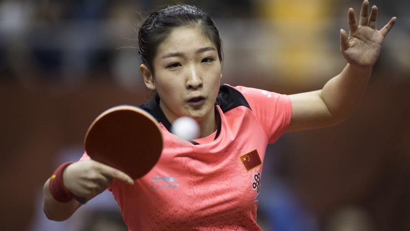 在湖北黄石举行的中国乒乓球队备战世乒赛热身赛中,刘诗雯以3比1战胜队友孙铭阳