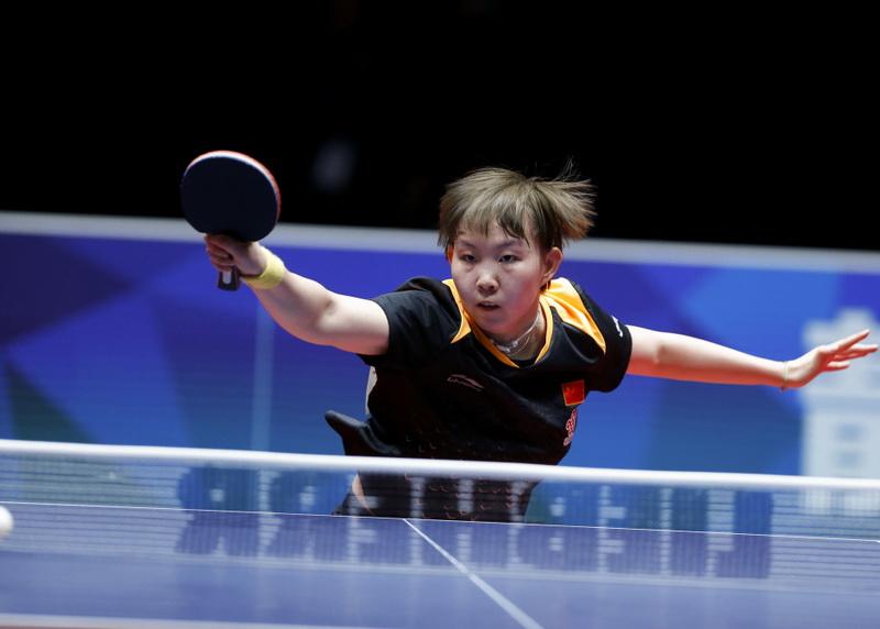 朱雨玲在比赛中回球。她在比赛中以3比0战胜瑞典队选手贝里斯特伦。