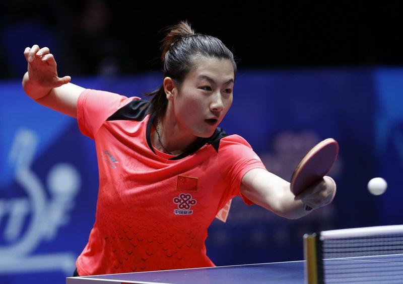丁宁在比赛中回球。她以3比0战胜日本队选手平野美宇。