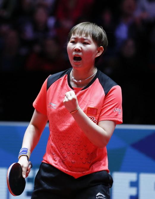 朱雨玲在比赛中庆祝。她以3比0战胜日本队选手石川佳纯。