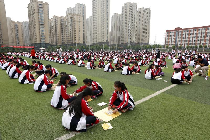 荥阳二中1100名同学同时参加选拔赛