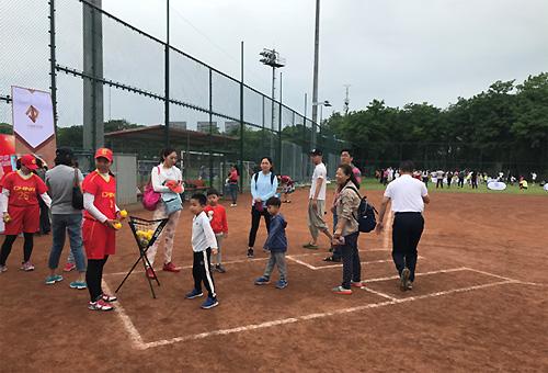 2018视频幼儿日暨世界软式棒垒球邀请赛举行v视频动力伞垒球图片