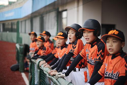 孙岭峰率公益棒球队赴美参赛 刷新中国棒球史