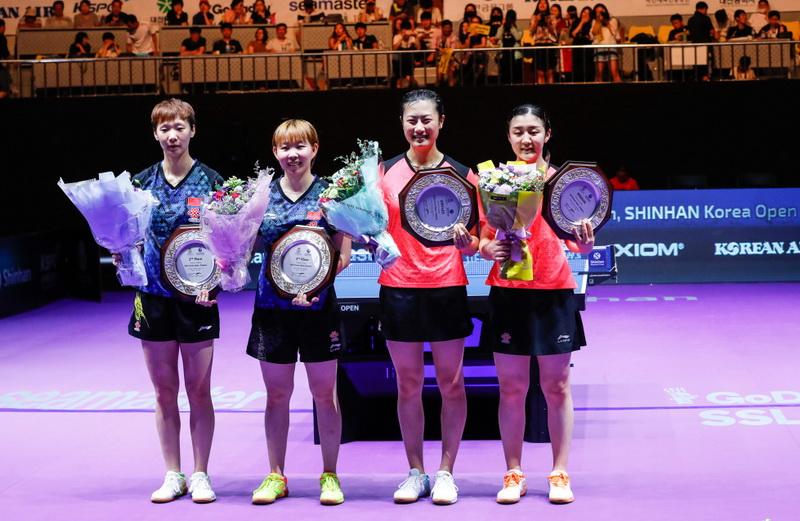 王曼昱、朱雨玲、丁宁和陈梦(从左至右)在赛后合影