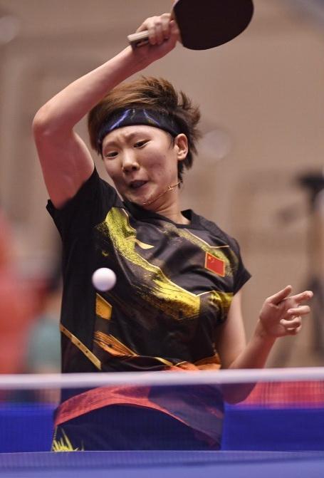 王曼昱在比赛中回球