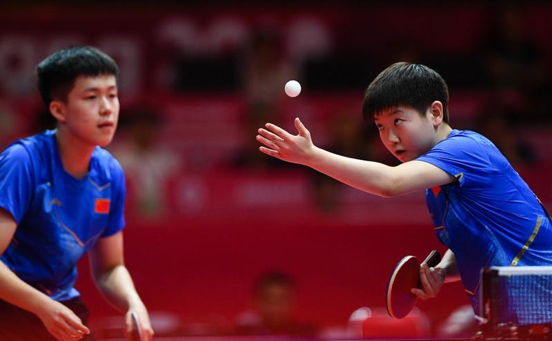 王楚钦(左)/孙颖莎在比赛中