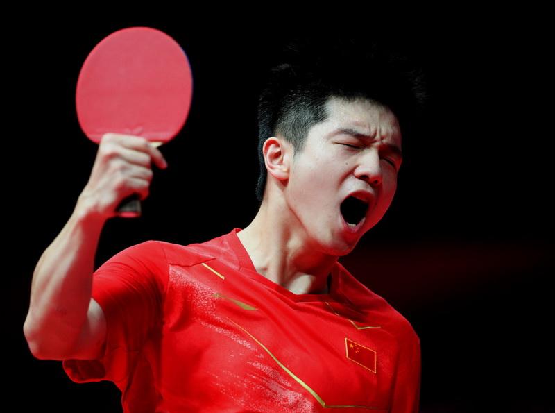 中国选手樊振东在比赛后庆祝